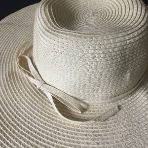 Unknown bought at Kohls Accessories - Straw floppy sun hat 348590930f2